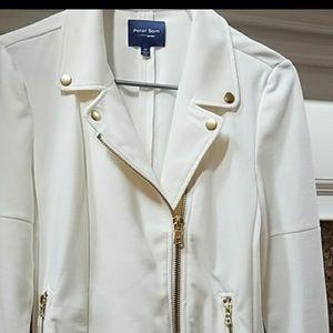 Peter som white jacket
